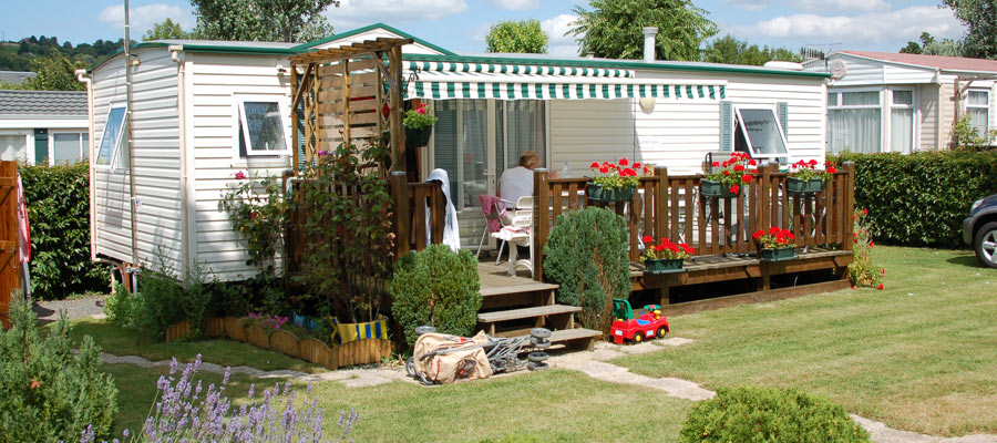 mobilehome-with-garden